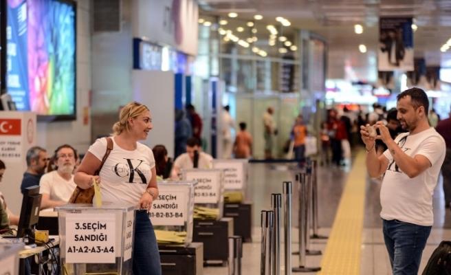 Atatürk Havalimanı'nda oy kullanma işlemi devam ediyor