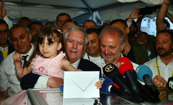 Aziz Yıldırım ve Ali Koç oylarını kullandı