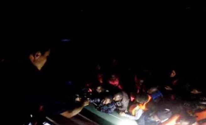 Batmak üzere olan bottan 53 göçmen kurtarıldı