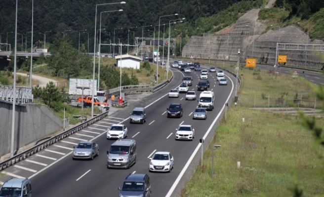 Bolu'da bayram trafiği yoğunluğu