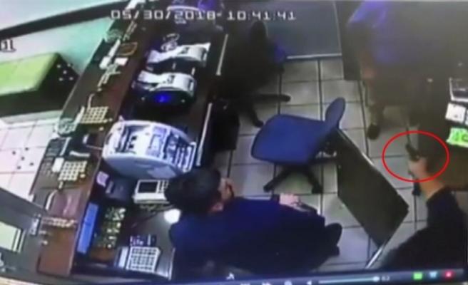 Borç aldığı tanıdığının döviz bürosunu soymaya kalktı