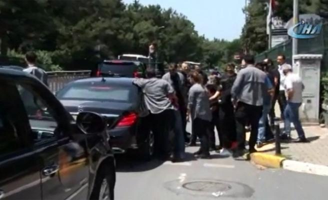 Erdoğan kendisini bekleyen vatandaşlarla sohbet etti