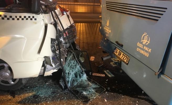 Fatih'te minibüs ile otobüs çarpıştı: 10 yaralı