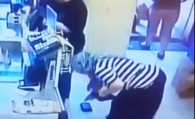 Markette şoke eden cüzdan hırsızlığı