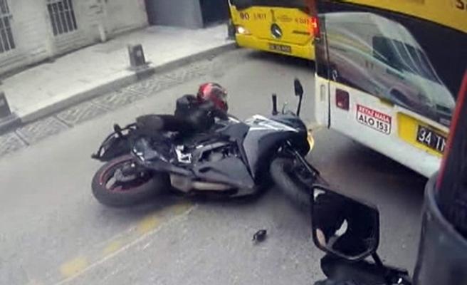 Motosikletli kadın sürücü ölümden kıl payı kurtuldu