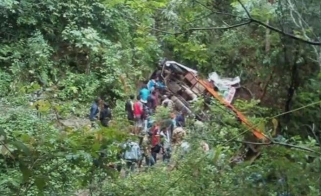 Nepal'de korkunç kaza: 12 ölü, 15 yaralı