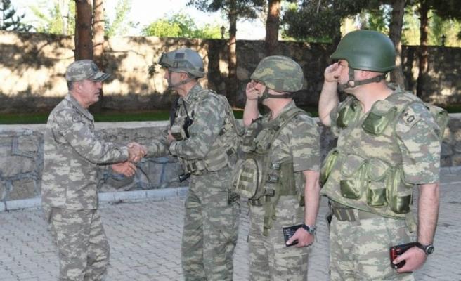 Orgeneral Akar Hakkari'de birlikleri denetledi