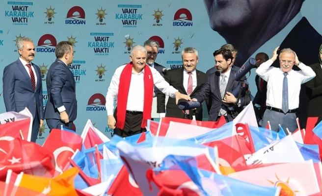 """""""Ortada böbürlenip dolananlar AK Parti'ye, millete dua etsin"""""""