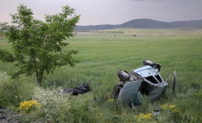 Otomobil şarampole yuvarlandı: 2 ölü, 2 yaralı