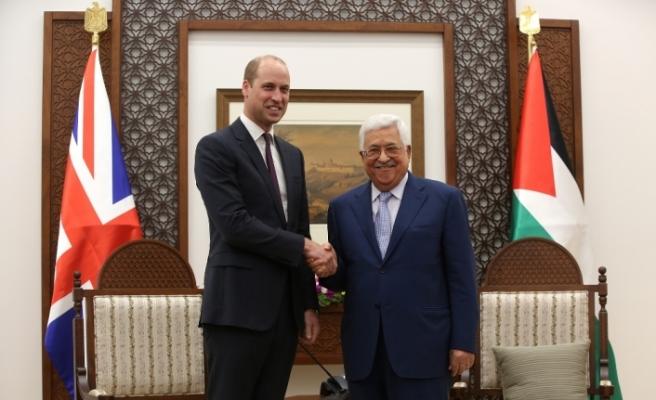 Prens William Mahmud Abbas ile görüştü