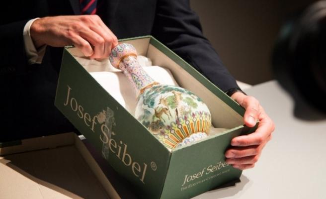 Tavan arasında bulunan vazo, 19 milyon dolara satıldı