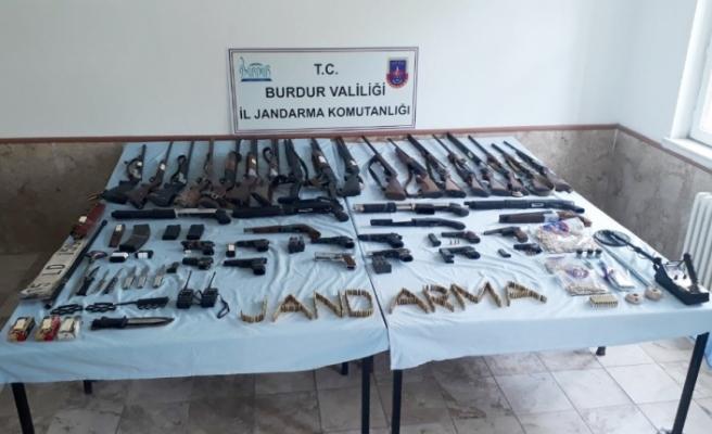 3 ilde  'yasadışı silah ticareti' operasyonu: 9 gözaltı
