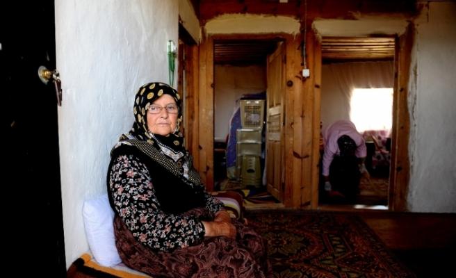 50 yıldır dağ köyünde yalnız yaşıyor