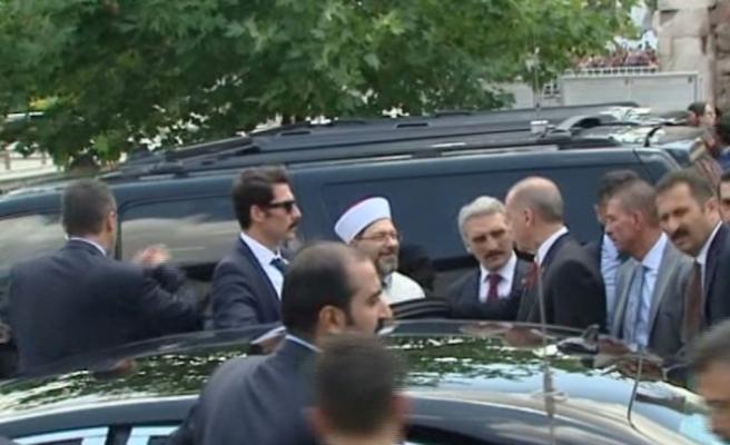 Erdoğan cuma namazını bakanlarla beraber kıldı