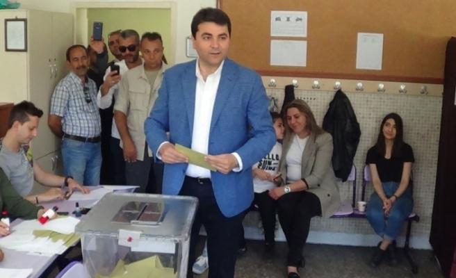 Gültekin Uysal İYİ Parti'den istifa etti
