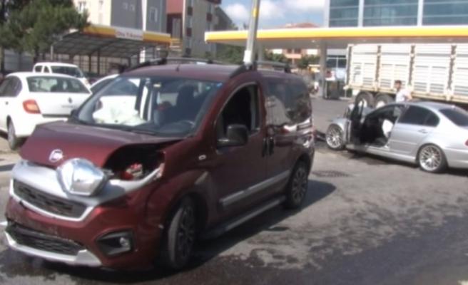 Hadımköy'de kaza: 2'si asker 3 kişi yaralı