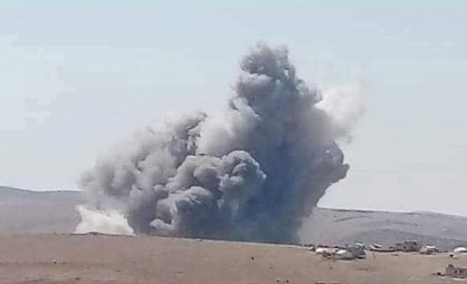 İsrail, Humus'ta Esad'ın üssünü bombaladı