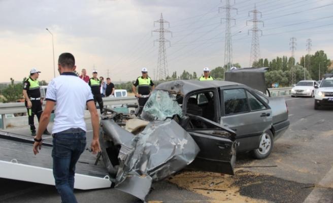 Kütahya'da otomobil ile traktör çarpıştı: 3 yaralı
