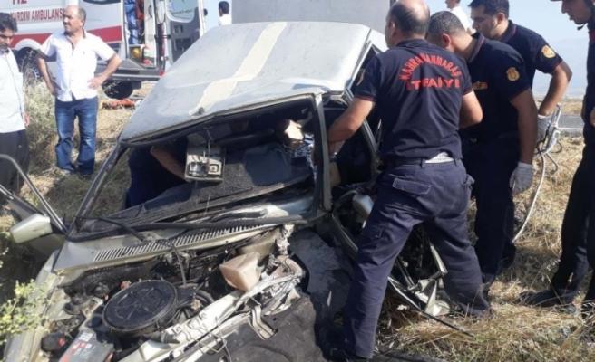 Otomobiller kafa kafaya çarpıştı: 1 ölü, 3 yaralı