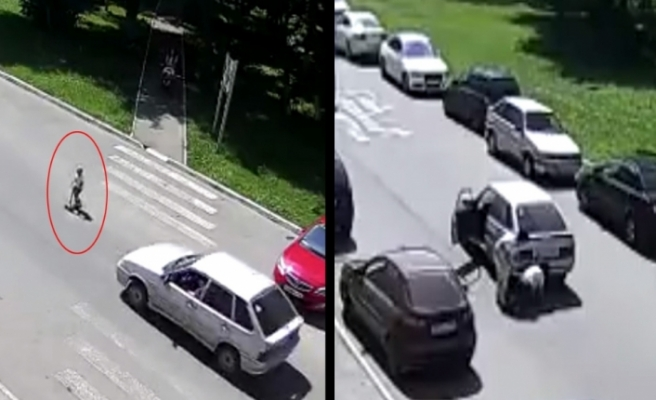 Rusya'da küçük çocuk otomobil altında kaldı