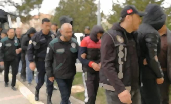 Silah ve tarihi eser kaçakçılarına operasyon: 50 gözaltı