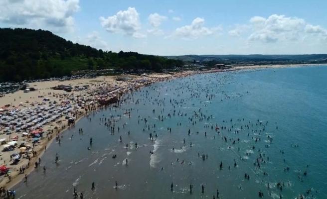 Şile sahilleri tatilcilerle doldu taştı