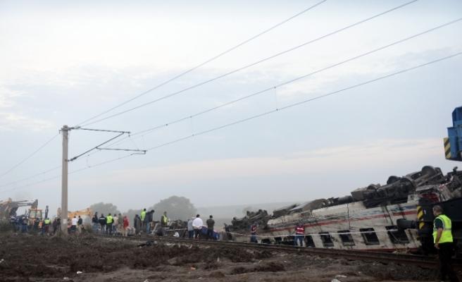 Tren faciasında ölü sayısı 24'e yükseldi