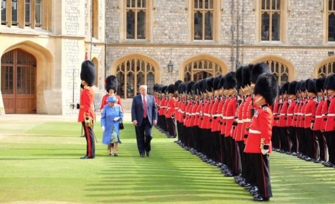 Trump, Kraliçe Elizabeth ile bir araya geldi