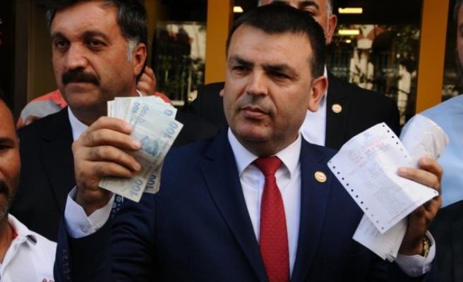 """""""Bize vatan lazım"""" diyerek 3 milyon doları TL'ye çevirdiler"""