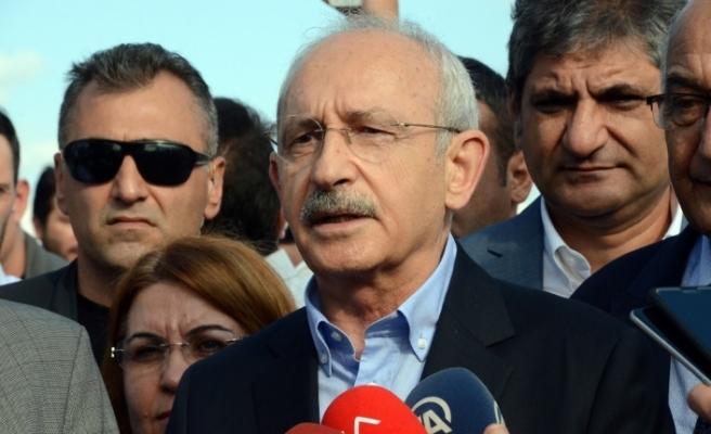 CHP lideri yıkılan köprüyü yerinde inceledi