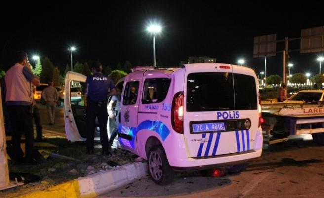 Cip polis aracına çarptı: 2'si polis 3 yaralı