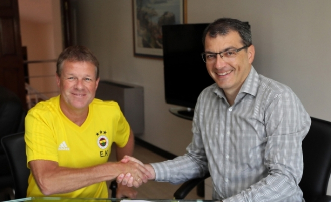 Fenerbahçe'de Erwin Koeman imzayı attı