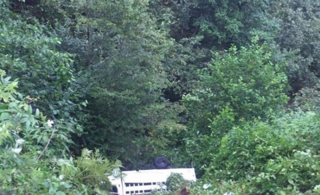 Fındık işçilerini taşıyan minibüs kaza yaptı: 3 ölü, 12 yaralı