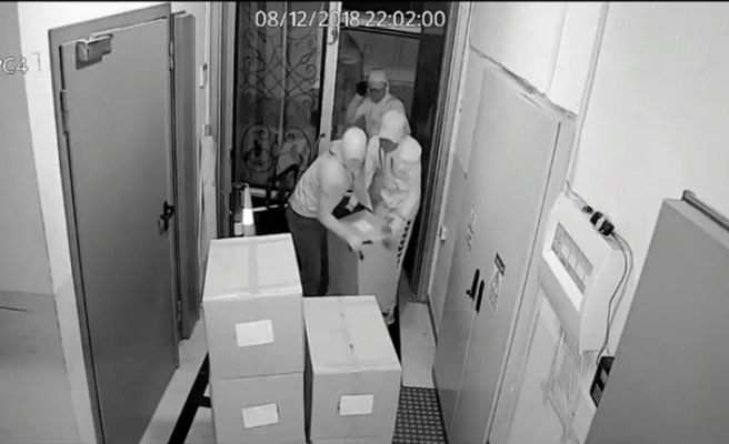 Hırsızlar çorap fabrikasını 3 dakikada soydu