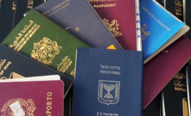 İngiltere'de 2.5 saat pasaport kuyruğu