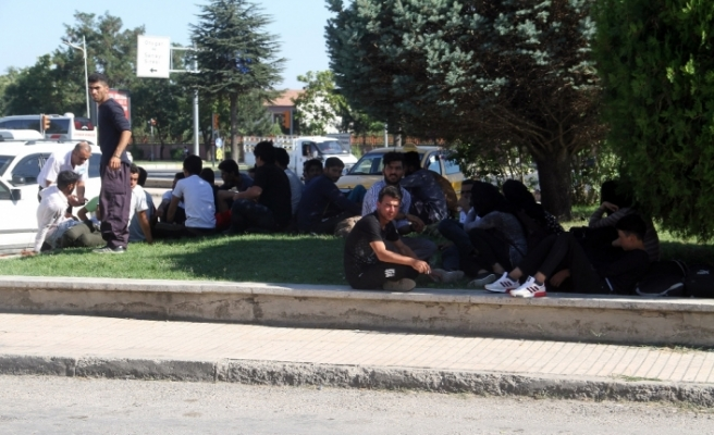 İstanbul yerine Elazığ'da bırakılan Afganlılar ortada kaldı