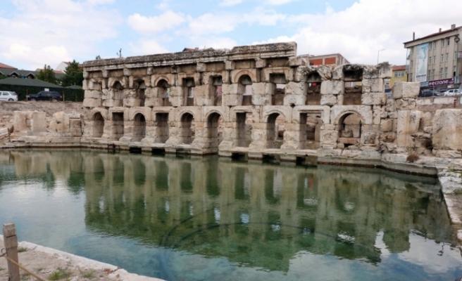 Roma hamamında arkeolojik kazılar sürüyor