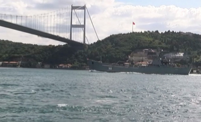 Rus savaş gemisi 'Orsk' İstanbul Boğazı'ndan geçti