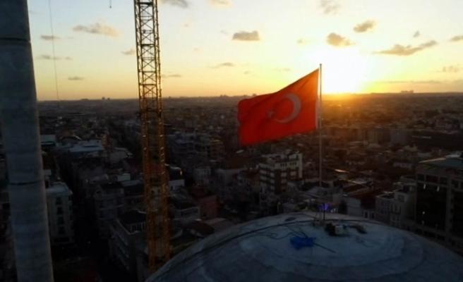 Taksim Camii'nde gün batımı mest etti