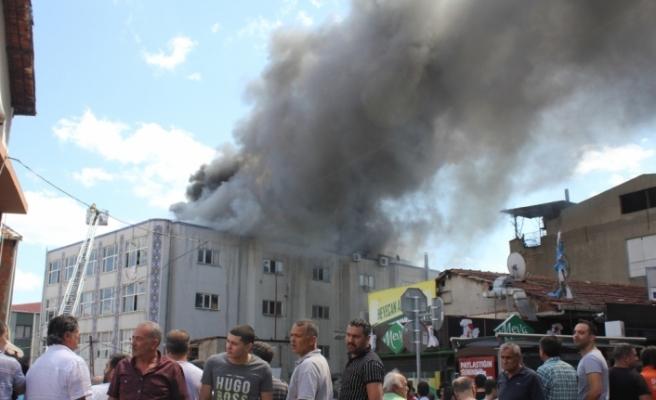 Tekstil atölyesindeki yangın söndürüldü