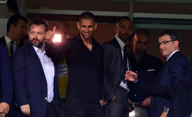 Yeni transfer Slimani tribünde