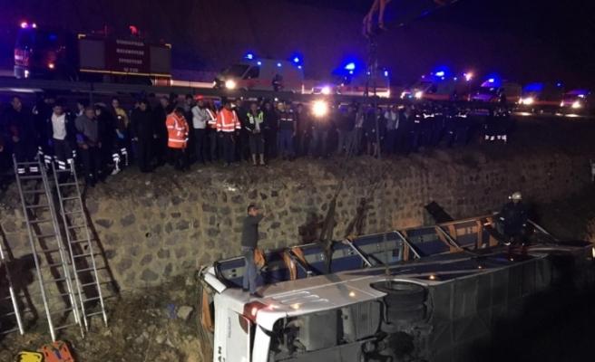 Afyonkarahisar'da katliam gibi kaza: 8 ölü, 28 yaralı