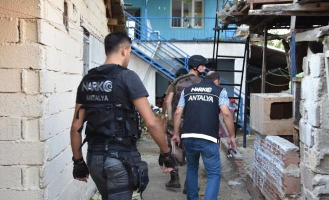 Antalya'da uyuşturucu operasyonu: 30 gözaltı