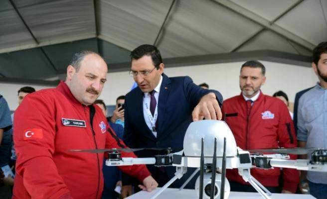 Bakanı Varank, TEKNOFEST'te stantları gezdi