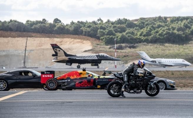 Birbirinden hızlı 7 araç aynı anda yarıştı