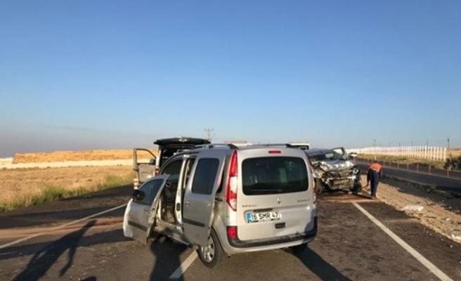 Düşen plaka için duran araca iki otomobil çarptı: 3 ölü