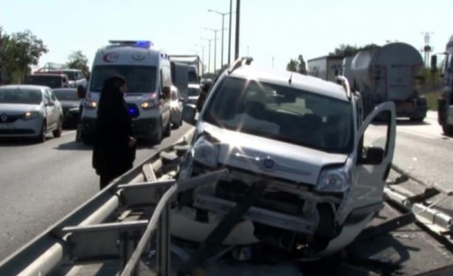 İstanbul'da TEM trafiğini kilitleyen kaza: 4 yaralı