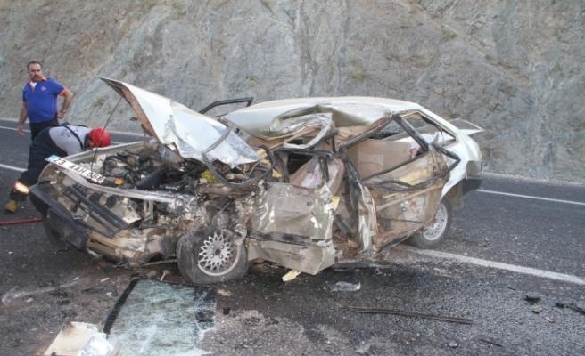 Otomobil bu hale geldi: 1 ölü, 1 yaralı