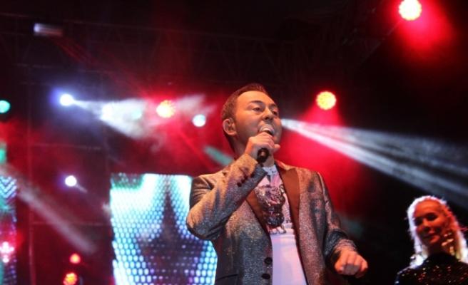 Serdar Ortaç'tan unutulmaz konser