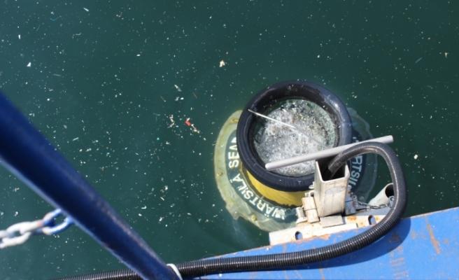 Yüzen çöp kutusu denizlerde çöp toplayacak